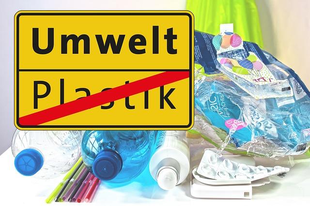 plastic waste 3964464 by Stux, Pixabay